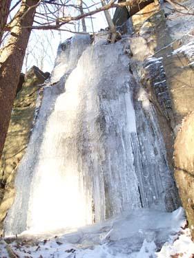 Det fanns en del is utmed berget!