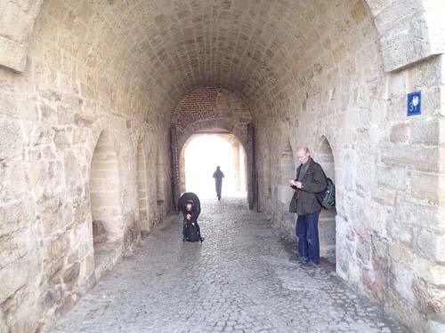 Cacher kan finnas i porten.