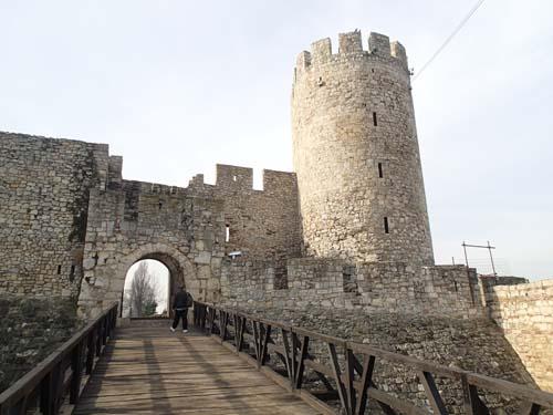En port in i borgen från 1400-talet. Imponerande.