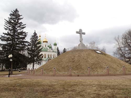 Ryssgraven och kyrkan