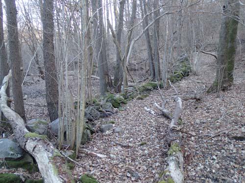 Överallt ser man spåren av gångna århundradens odlarmödor.