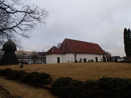 På väg mot mötesplatsen passerades områdets medeltidskyrka.