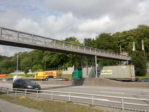 En bro förmycket
