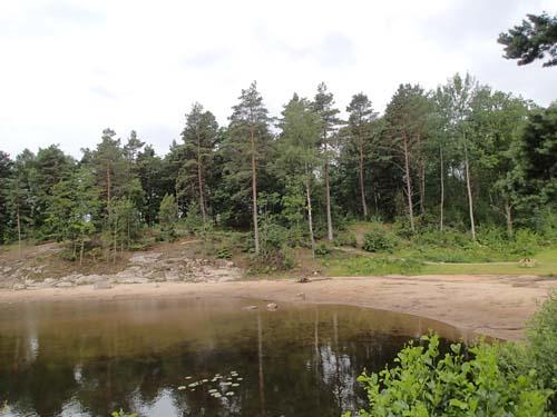 Det var inte något folkliv på stranden vid Kåsjön idag - den var helt öde!