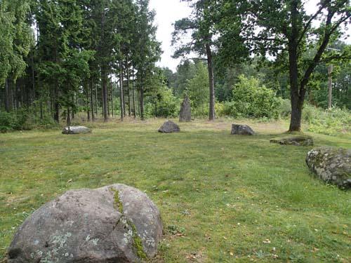 Domarring och rest sten