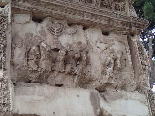 Här bärs ljusstaken ut från templet i Jerusalem!
