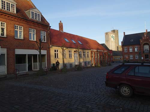 I de små orterna var det lugna gatan på söndag förmiddag, perfekt för att logga burk!