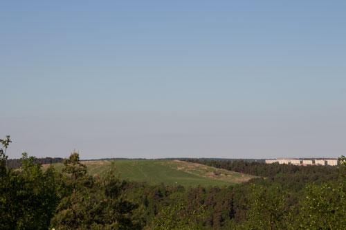 Det lär inte vara så här grönt på onsdag, men utsikt har man från toppen av det stora sopberget!