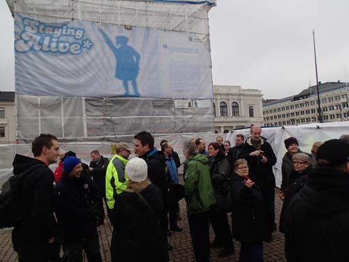 Stadens grundare är inslagen i byggnadsställningar... Bilden är lite suspekt, minst sagt!