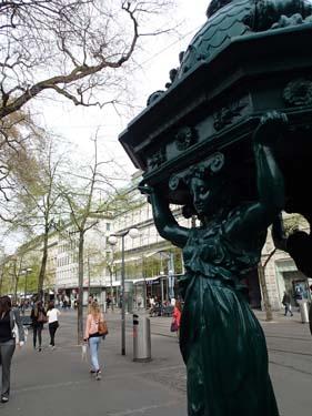 Nymphen an Bahnhofstrasse Zürich
