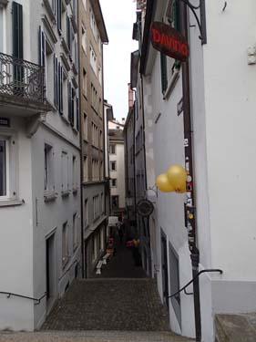 En gränd i den medeltida stadsdelen.