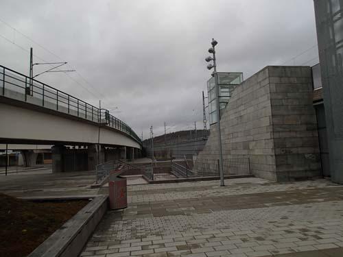 Det nya torget i den gamla staden - ganska ödsligt och trist torg dock.