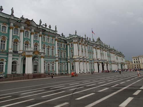 Vinterpalatset är större än sommarmotsvarigheten, men idag var det ganska lugnt utanför byggnaden.