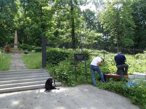 Burkjakt invid krigskyrkogården.
