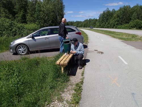 Sista burken i NKT trailen låg under denna bänk där vi också fick en enklare lunch innan det var dags att åka vidare.