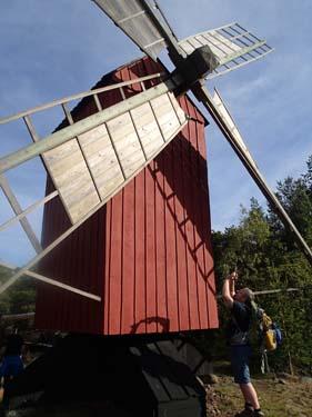 Det fanns ovanligt många äldre väderkvarnar på Åland, många var förärade med burkar!