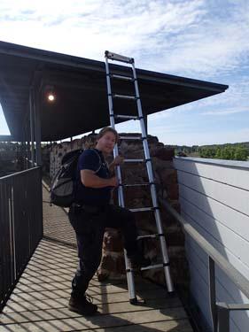 Nu får väl TMR68 ändå ta det lugnt, har han släpa med sig stegen hit, skall han upp på taket?
