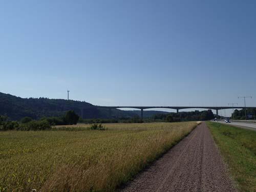 När Angeredsbron kom inom synhåll visste jag att burkplockandet utmed trailen snart skulle vara över.