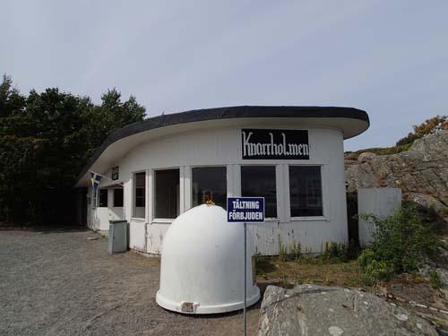 Här får man inte tälta vid återvinningsstationen...!
