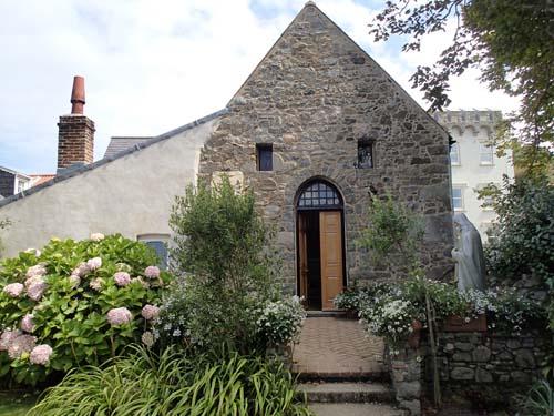 Klosterkyrkan är givetvis inte från 500-talet, men den ligger på samma plats som det första klostret.