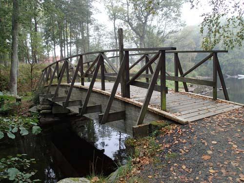 Bron över floden...