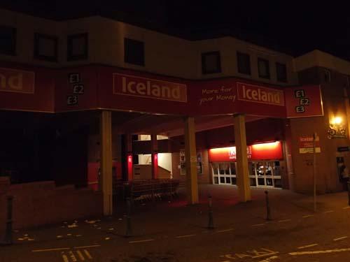 På väg genom Douglas gator upptäckte vi Island!