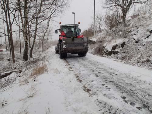 Det blev inte bättre väglag efter denna traktor, bara halare....