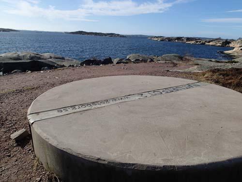 Detta är inte bara ett betongblock det är en naturspot - men be mig inte förklara varför den ligger här!
