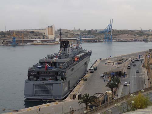Ett turkiskt krigsfartyg låg i hamnen, Ingabo och TMR68 blev nästan en del av besättningen.. (eller?)