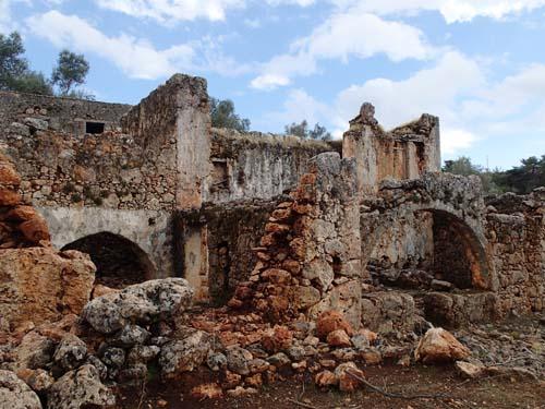 Ruinstad - så går det när byar ligger i fejd med varandra!