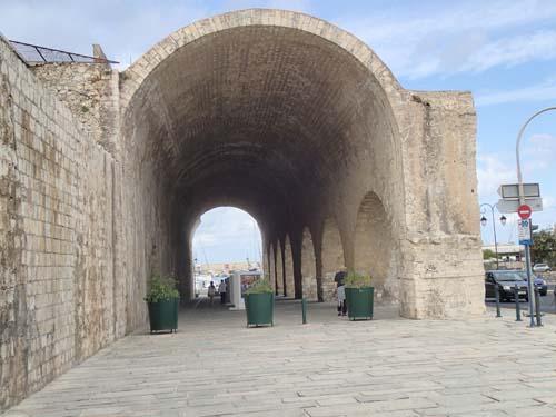 I dessa valv var en gång varv för de stora galärerna som kontrollerade Medelhavets handelsvägar.