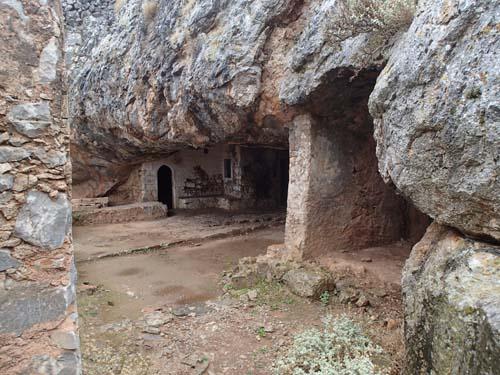 På väg in i grottan....