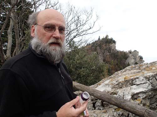 Ingabo visar upp den första hittade burken i San Marino.