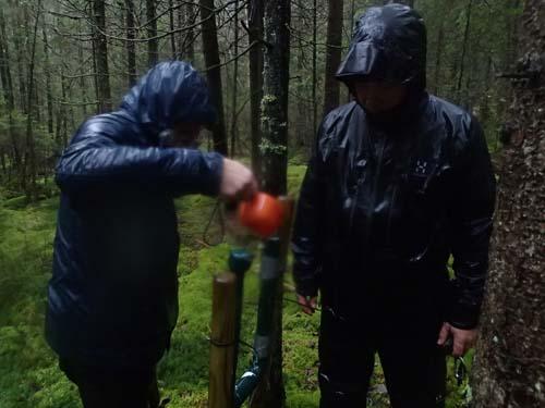 Som om det inte redan var tillräckligt blött! Ingabo och TMR68 började leka med vatten och rör....
