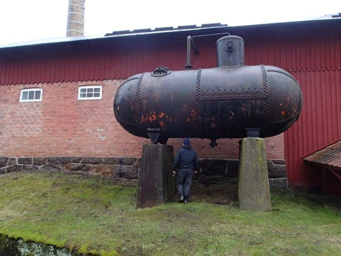 En svart ubåt....?