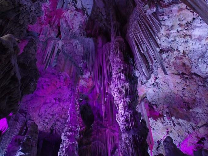 Färgglad grotta