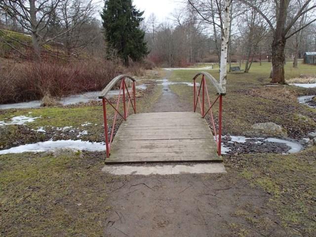 Bro i en park