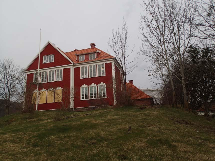 Den äldre skolbyggnaden - något mer tilltalande.