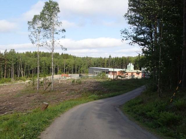 Partilles ombyggda vattenverk passerades på hemvägen. Dock trist att skogsmaskinerna nu avverkat stora delar av skogen i detta område.