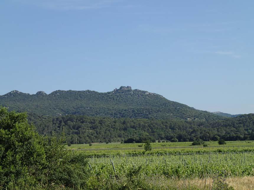 En borg var synlig på bergets topp under stora delar av denna dag - dit hade jag gärna åkt.
