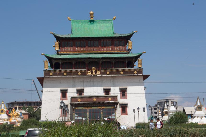 Detta hus är hem åt en av de största Buddhastatyerna i världen.