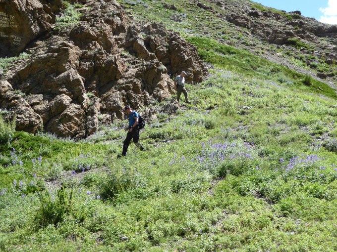 På väg från cachen. Foto: momelg.